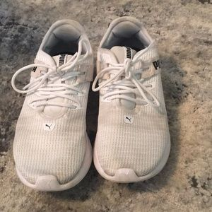 Puma size 6 women's sneakers comfy great condition